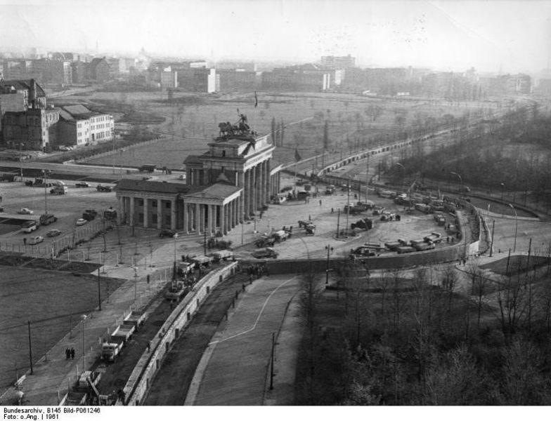 784px-Bundesarchiv_Bild_B_145_Bild-P061246