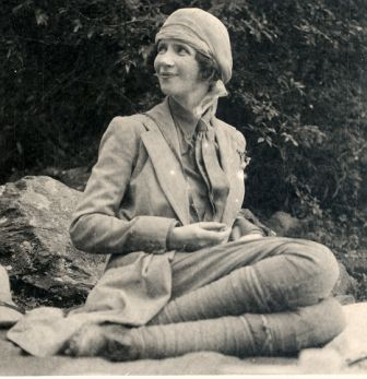 Yvonne FitzRoy in India, 1923