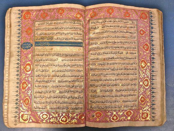 The beginning of section 26 and Sūrah 46, Sūrat al-Aḥqāf ('dunes'). (IO Islamic 3113A, ff 171v-172)