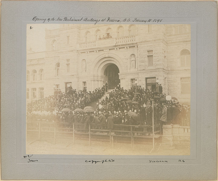 721px-Opening_of_new_Parliament_buildings_at_Victoria,_B_C,_February_10th_1898_2_(HS85-10-9752)