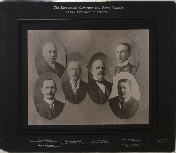 689px-The_Lieutenant_Governor_and_first_cabinet_of_the_province_of_Alberta_(HS85-10-16448)