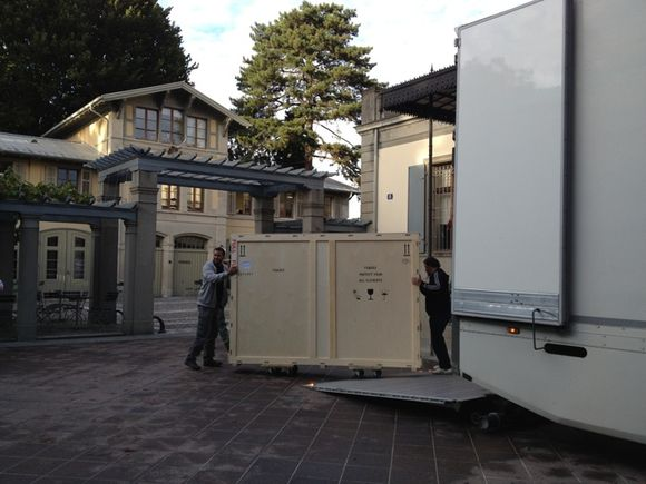 Modern style ambassadors' travel! Naqd ʻAli Beg is unloaded at the Rietberg Museum ©Jennifer Howes
