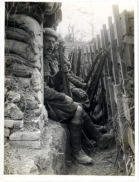 460px-Highlanders_and_Dogras_in_a_trench_with_dugouts_Fauquissart,_France_(Photo_24-294)