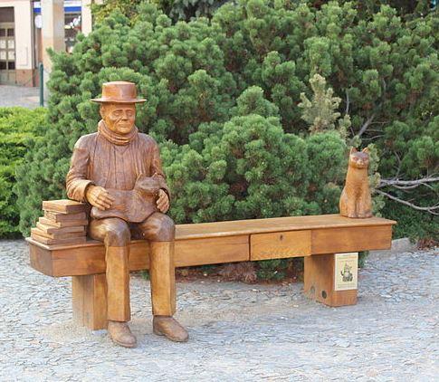 Hrabal bench