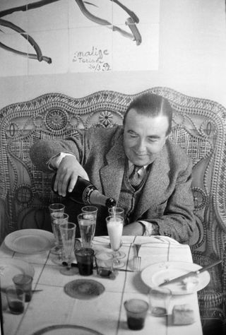 Photograph of Tériade pouring a glass of champagne