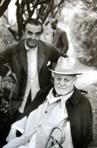 Photograph of Téride (standing) and Matisse (seated)
