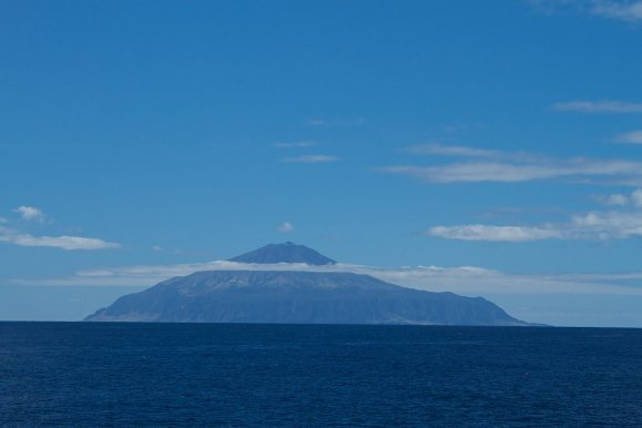 1280px-Tristan_da_Cunha _British_overseas_territory-20March2012 - resize