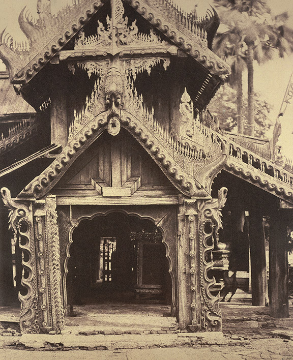 Linnaeus Tripe, Carved wooden doorway in the courtyard of the Zhwe Zigong Pagoda, Bagan, 1855. British Library, Photo 61/1(25).