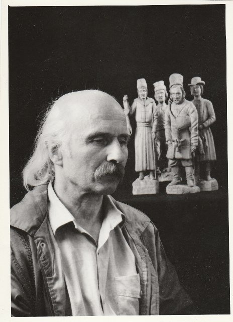 Photograph of Volodymyr Yurchyshyn with a sculptural group in the background