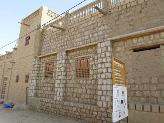 A street in Timbuktu, showing the side of the Ben Essayouti Library