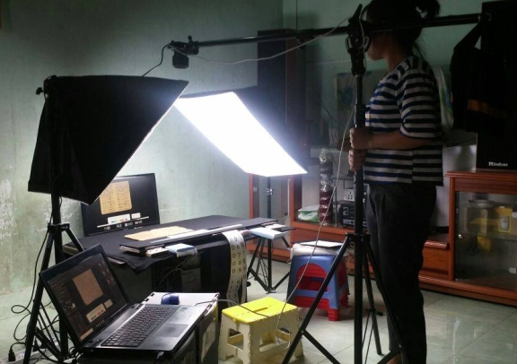 A portable set-up for Cham manuscripts in Vietnam