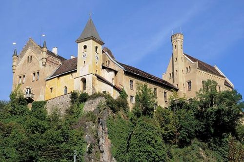 Schloss Erverstein, a castle on a rocky hill