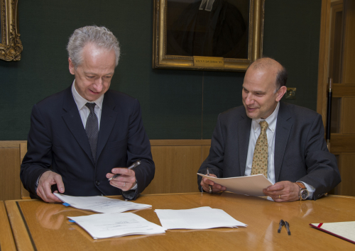 Roly Keating and Marc Polonsky signing the agreement for the project.