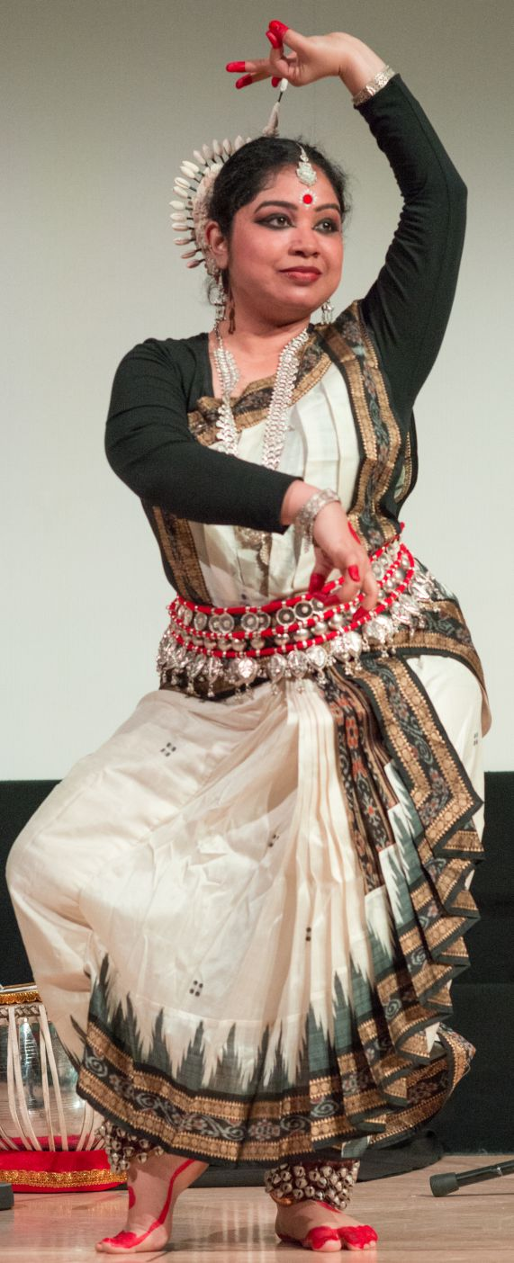 Bengali-dance-priyanka-crop-smaller