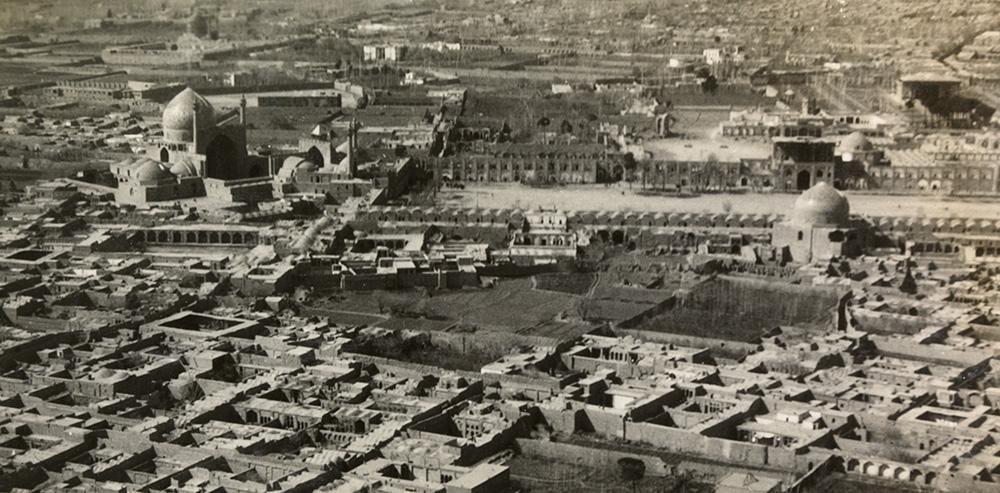 Photograph of Naqsh-e Jahan Square, Isfahan, in 1925, taken by Walter Mittelholzer. Source: ETH-Bibliothek Zürich, Bildarchiv/Stiftung Luftbild Schweiz. Public Domain