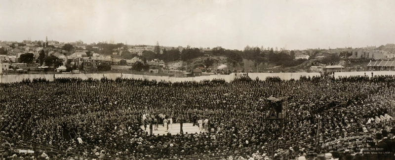 Burns-Johnson_boxing_contest _December_26th_1908_photographed_by_Charles_Kerry