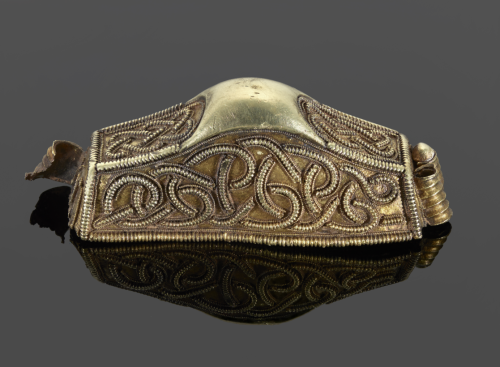 A decorated golden sword hilt discovered as part of the Staffordshire Hoard.