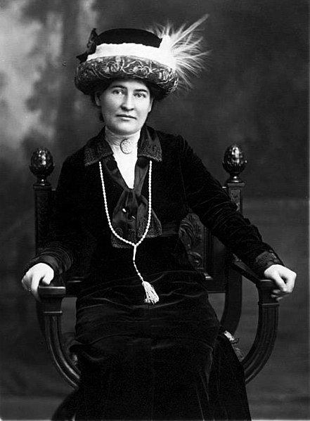 Willa Cather with necklace fom Sarah Orne Jewett