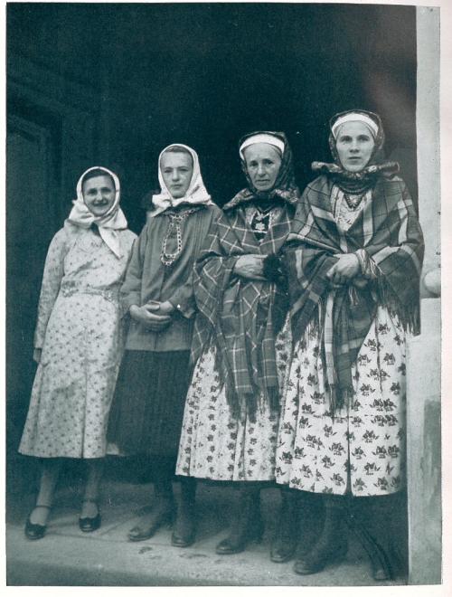 Wilamowice women 010291i.38