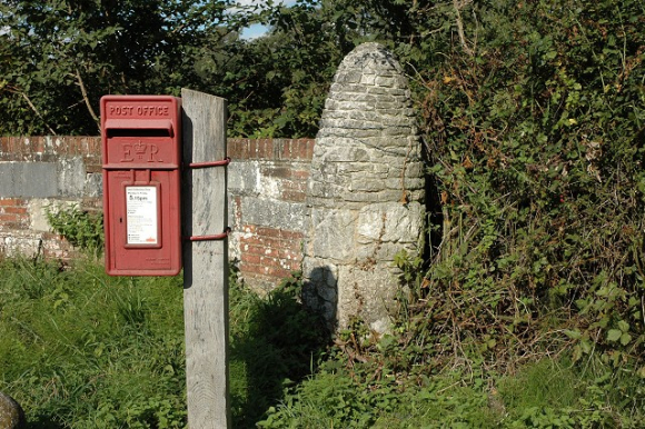 Postbox_and_gatepost _Wainsford_Road _Pennington_-_geograph_org_uk_-_253116