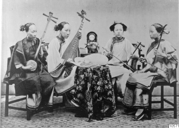 Photograph entitled 'Female musicians and singers of Foo-Chow'