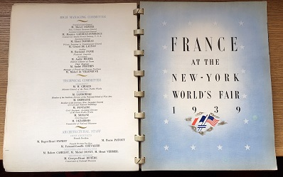 Title page and title page verso of the French pavilion guide; it includes a depiction of the French and American flags side-by-side