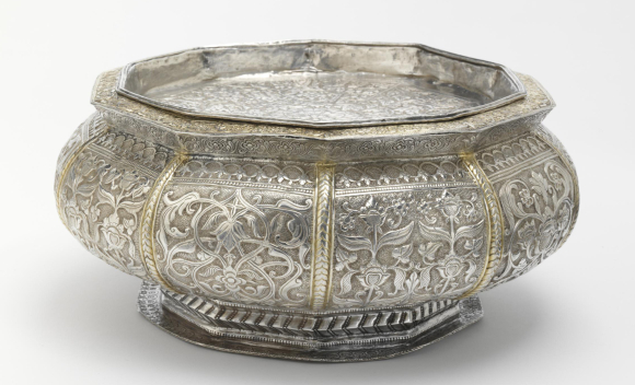 10-sided betel box (tepak sirih) with an inset tray lid, chased silver and partly gilded, Riau islands, 19th century.V&A IS.268&A-1950