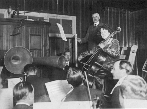 Elgar and Beatrice Harrison recording for HMV in 1920