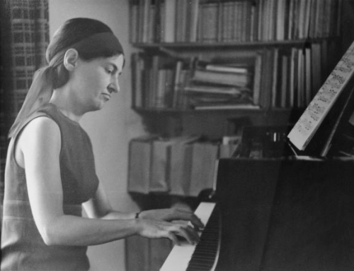Susan Bradshaw at the piano_MS Mus.1755-6-1