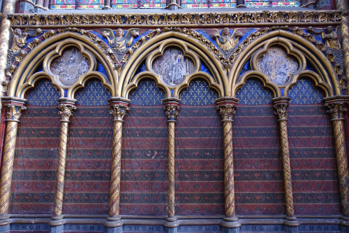 An interior wall of Sainte-Chapelle decorated with a row of pointed arches.