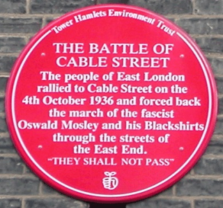 A red plaque commemorating the Battle of Cable Street
