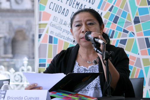 Image of the poet Briceida Cuevas Cob speaking at a book event in 2018