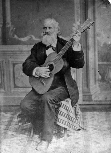 Photograph of José María Iparraguirre playing guitar