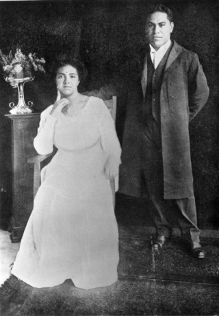 Black and white photo of Queen Sālote with her husband Viliami Tungī Mailefihi
