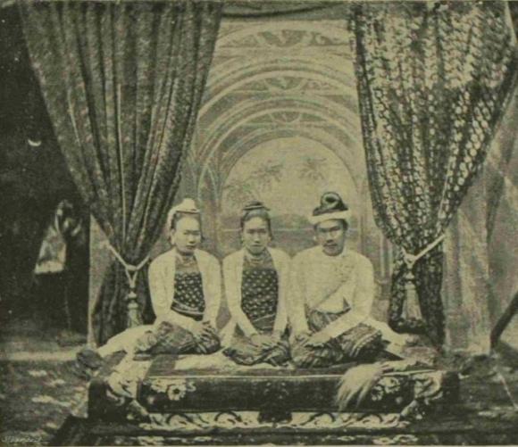 King Thibaw and two royal ladies