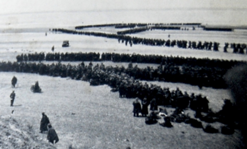 Photograph of soldiers being evacuated from beaches at Dunkirk