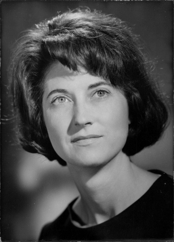 portrait of Valerie Tryon