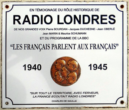 Radio Londres commemorative plaque featuring the motto 'Les Français parlent aux Français' and a portrait medallion of the station's presenters