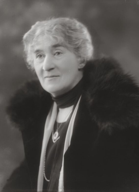 Photograph of Gertrude Mary Tuckwell wearig a fur stole