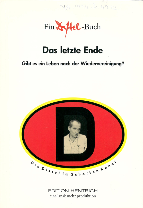 Cover of 'Das letzte Ende' witj a photograph of one of the Cabaret Distel performers