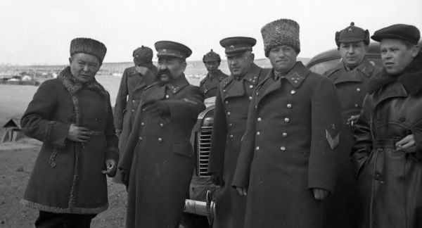 Khorloogiin Choibalsan with Soviet officials