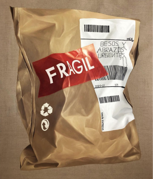 "Image of a brown paper parcel painted on canvas. A read sticker on the parcel reads ""FRAGIL"" in white characters. The Mobius loop, the sign for recycling paper, is stamped in white on the left part of the parcel. On the right part of the envelope, there is a white label with three bar codes and a text that reads: besos y abrazos urgentes / urgent kisses and hugs"