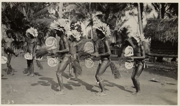 Gumagabu dance. Image courtesy of LSE Library: MALINOWSKI/3/7/13