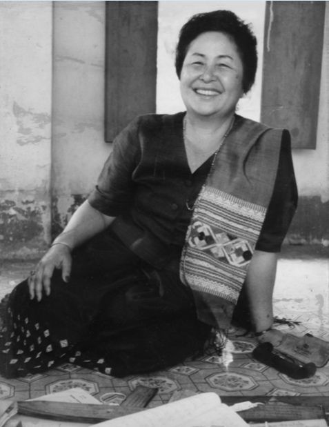 Dara Viravong Kanlagna during her work with Lao palm leaf manuscripts, 1996 in Vientiane. Photograph courtesy of NIKKEI Shimbun.