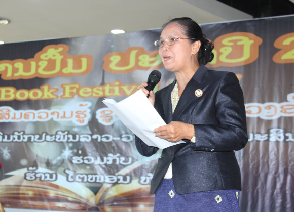 Phiulavanh Luangvanna giving a speech at the Book Festival 2017 in Vientiane. Photograph courtesy of Soubanh Luangrath.