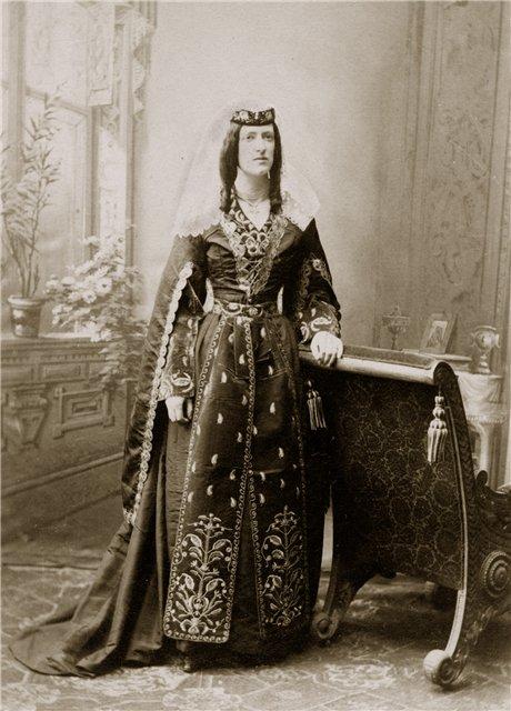 Image5_Marjory_Wardrop_in_Georgian_dress