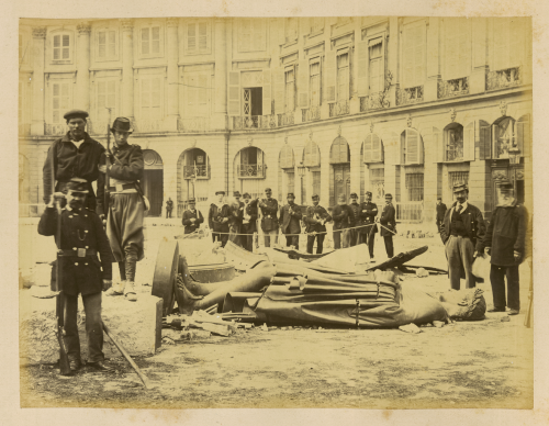 Photograph of the statue of Napoleon I after the Fall of the Vendôme Column