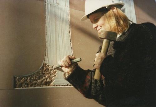 Lida Kindersley cutting the British Library entrance sign