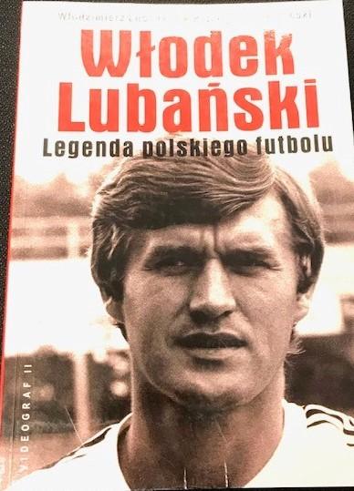 Cover of Włodzimierz Lubański's autobiography with a portrait