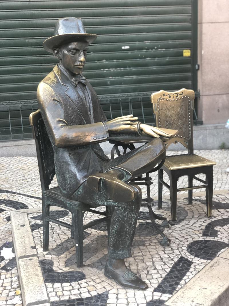 Estatua_de_Fernando_Pessoa